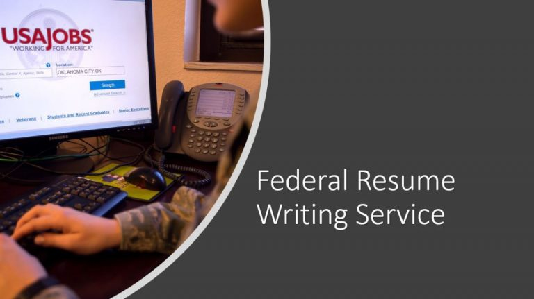 soldier looking at usajobs.gov website on computer
